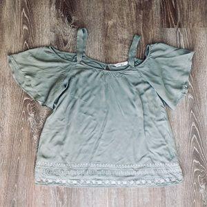Tops - Open shoulder/flowy sleeve top
